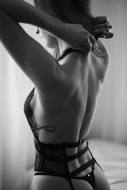 sexy back dc boudoir photographer maryland photography
