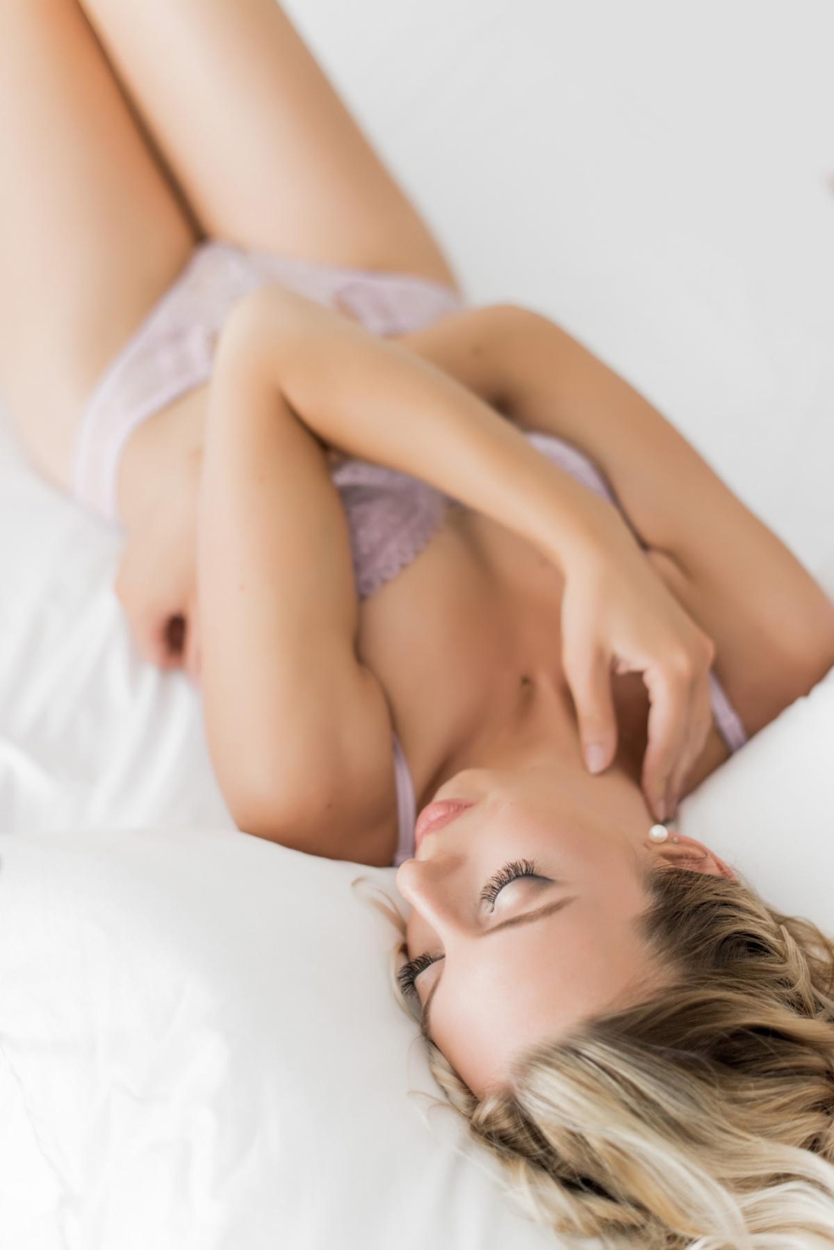 sexy boudoir pose, dc boudoir, maryland boudoir, virginia boudoir, frill boudoir, shelby leigh boudoir