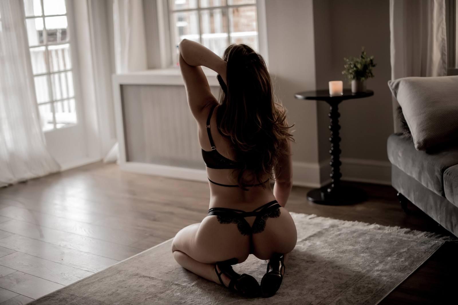sexy, moody boudoir photoshoot